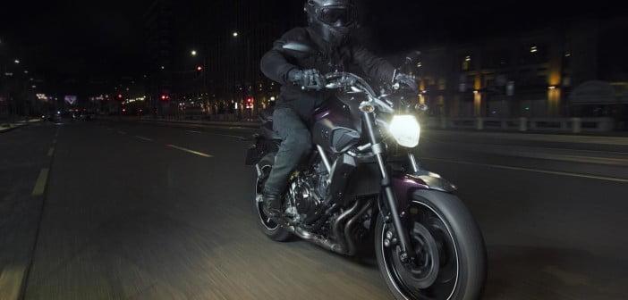 2014-Yamaha-MT-07-Deep-Armor-Action
