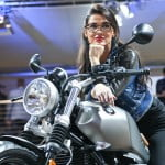 eicma-bmw-girl