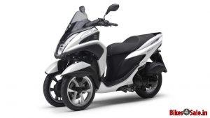 Yamaha-Tricity-125-3-tekerlek-scooter-beyaz