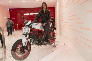 2016-eicma-motosiklet-model-ducati-monster